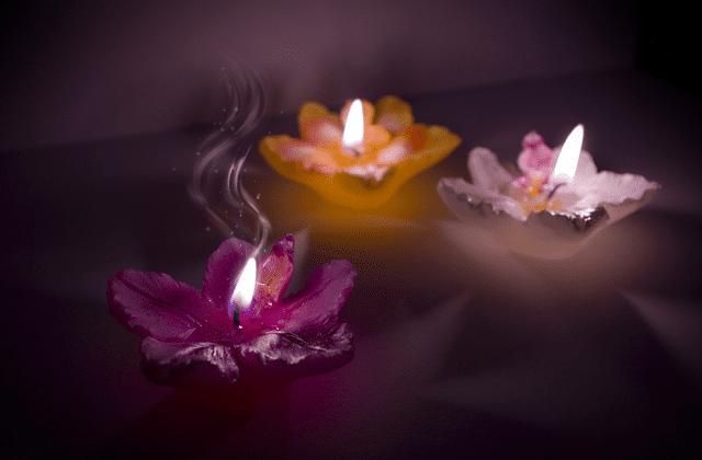 velas naturales con forma de flores